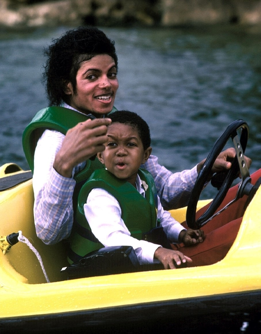 Michael Jackson and Emmanuel Lewis 2 (Visit to Disney World, 1984)